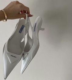 Dr Shoes, Me Too Shoes, Shoes Heels, Pumps, Aesthetic Shoes, White Aesthetic, Look Fashion, Fashion Shoes, Fashion Outfits