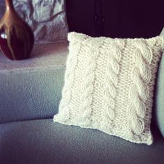 Simple Cable knit pillow pattern