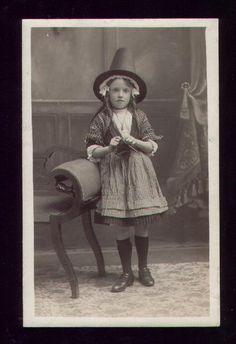 Google Image Result for http://habetrot.typepad.com/photos/uncategorized/2007/08/17/welsh_girl_knitting.jpg