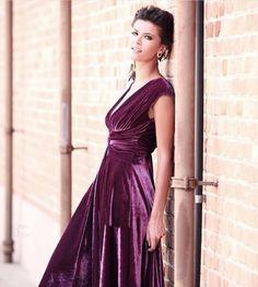 O friozinho chegou! Que tal aproveitar para usar e abusar do tão amado veludo nos seus looks? #vestidodeveludo #womenswear