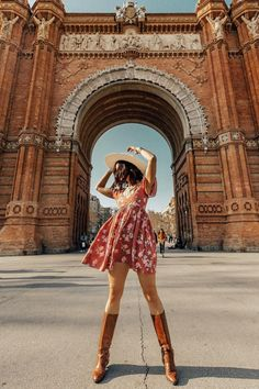 Arc de Triomf with Teresa Sala, and Barcelona Outfit, Barcelona Spain, Barcelona Food, Barcelona Pictures, Travel Pose, Travel Pictures Poses, Stylish Photo Pose, Spain Fashion, How To Pose