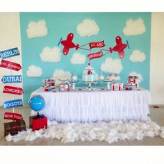 1er. Cumpleaños Baby Sebasthian / tematica aviones / aeroplano / airplane theme birthday / dessert table / mesa de dulces / treats table / handmade / equipaje / luggage / cake / cookies
