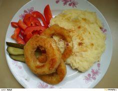 Cuketu oloupeme, nakrájíme na kolečka, vyřízneme střed. Osolíme jí, obalíme v mouce ve vajíčku a ve strouhance. Do vajička dáme vymáčknutej... Onion Rings, Mashed Potatoes, Ethnic Recipes, Food, Whipped Potatoes, Smash Potatoes, Essen, Meals, Yemek