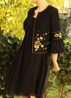 Kurti Embroidery Design, Embroidery Suits, Embroidery Fashion, Kurta Designs Women, Kurti Neck Designs, Indian Designer Outfits, Designer Dresses, Abaya Fashion, Fashion Dresses