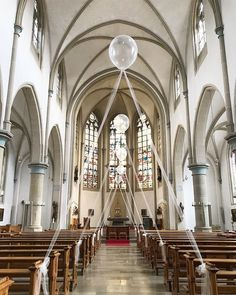 Balloons are an ingenious and modern church decoration! hochzeit Balloons are an ingenious and modern church decoration! - Home Decoration Diy Wedding Decorations, Ceremony Decorations, Table Decorations, Christmas Decorations, Church Decorations, Parties Decorations, Balloon Decorations, Wedding Scene, Wedding Ceremony