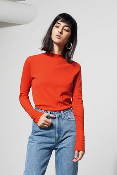 The Meja Long Sleeve is a fine basic in a semi-transparent material. Cut in a slim fit, it has a ribbed, banded neck. - The model wears size small, that me