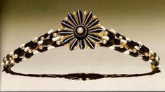 Gold tiara by Carlo Guiliano supporting a stylized wreath of banded agate laurel leaves and pearl berries; the front takes the form of a rosette of similarly carved petals centering on a single pearl. London, c. 1860
