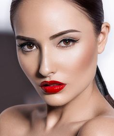 Aniqua Mannequin, beautiful classic makeup Just enough on that day you want to wear a high waisted skirt and nice blouse dramatic but not to much... Red lips are always a yes!!!!