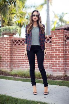 15 fall date-night outfit ideas - plaid blazer over gray top, black skinny jeans + heels