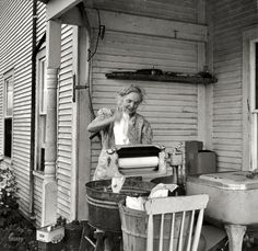 July Farm woman washing clothes with her wringer washer. My Aunt Vi had a wringer washer, too. Vintage Pictures, Old Pictures, Vintage Images, Old Photos, Antique Photos, Family Pictures, Fee Du Logis, Farm Women, Vintage Laundry