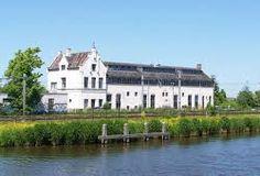 Oude stationsgebouw van Kwadijk. In het hoge deel, op de 1e verdieping, zit De keuken van Yvette!