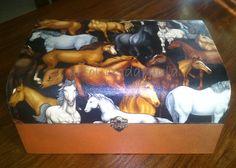 """Caixa """"Cavalos"""", com tecido e pintura acrílica"""