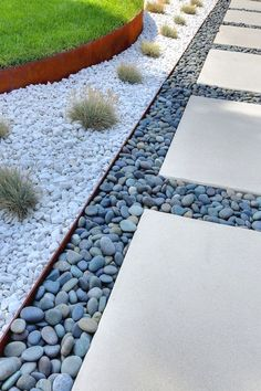 Awesome 42 Cheap Inspiring Front Yard Landscaping Ideas https://lovelyving.com/2017/09/08/42-cheap-landscaping-ideas-front-yard-will-inspire/  #LandscapingIdeas