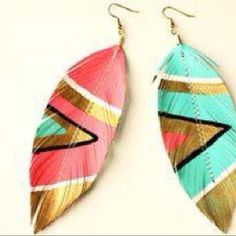 Neon Aztec - Faux Leather Feather Earrings - Electric Pink and Blue (Feathers have been re-appearing in a lot of magazines this season. I have invested in a few feather earrings and get many compliments) Aztec Earrings, Feather Earrings, Diy Earrings, Stud Earrings, Statement Earrings, Tribal Bracelets, Funky Earrings, Turquoise Earrings, Earrings Handmade