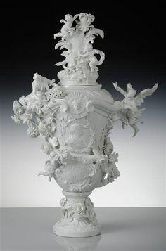Kändler, Centerpiece vase from garniture for Louis XV, ca. 1741/42