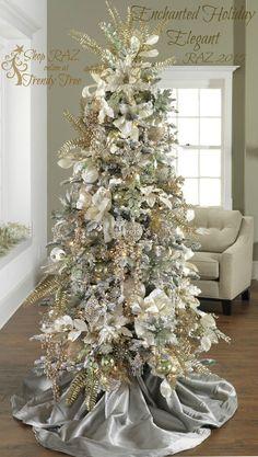 Temática de árbol de navidad de RAZ 2015 de colores dorados y blancos. #DecoracionArbolDeNavidad