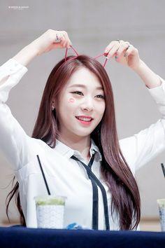 yeonjung pics (@yeonjungphotos) | Twitter Kpop Girl Groups, Korean Girl Groups, Kpop Girls, Jung Chaeyeon, Produce 101, Starship Entertainment, Girl Haircuts, Somi, Cosmic Girls