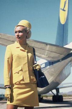 Lufthansa Stewardess Uniform 1960 | Laufsteg über den Wolken: Ganz in Gelb - SPIEGEL ONLINE