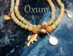 Oxum é a água do rio que corre tornando a terra fértil ao seu redor, é o amor do ventre da mãe que nutre e protege. É o brilho do ouro e a doçura do mel, a sedução e a sabedoria do feminino.