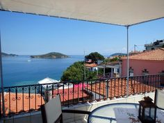 Villa Lalio || Villa Lalio is a holiday home with a terrace and sea views, located in Skiathos Town. The property is 160 metres from Papadiamantis' House.