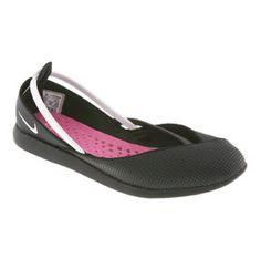 Nike Refresh Yoga Shoe