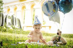 ensaio fotográfico bebê menino de olhos azuis;smash the cake;bosque do alemão;melhor fotógrafa de bebê;book em parque pré aniversário 1 ano;melhor fotografia smash the cake2