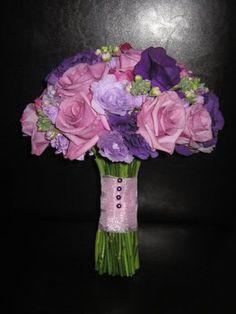 LOVE it ! Wedding, Flowers, Bouquet, Purple, Bridesmaids, Bridesmaid, Les fleurs de vie