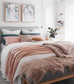 Now that we're in the midst of the colder months we have top tips on how to layer your bed for winter. There's nothing better than crawling into a cosy bed!