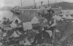 Unidades americanas desembarcando en Guánica, a través de un improvisado muelle de pontones Guerra Hispano-americana, Puerto Rico History, San Juan Puerto Rico, Puerto Ricans, Historical Pictures, Genealogy, Searching, Roots, Military