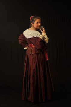 Beautifully made 17th century reproduction ladies outfit. It looks Italian to me. She even has the right hairdo.