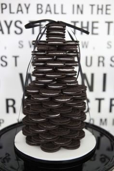 28 Amazing 30th Birthday Party Ideas {also 20th, 40th, 50th, 60th} Oreo cake looks like my kinda cake!