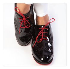 Comfortable black patent Oxford women's golf & walking shoes are perfect for course or street. Super comfortable & water repellant. Kilties included. Purchase at equiptforplay.com
