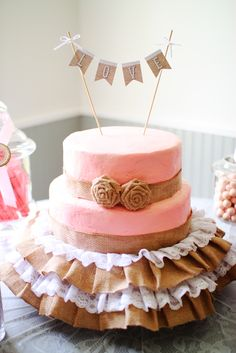 Burlap Cake at a Shabby Chic Bridal Shower Party! Such a pretty cake decorating idea! Shabby Chic Cake Stand, Shabby Chic Cakes, Cowgirl Birthday, Cowgirl Party, Baby Birthday, Chic Bridal Showers, Bridal Shower Party, Baby Shower Cupcakes For Girls, Baby Shower Cakes