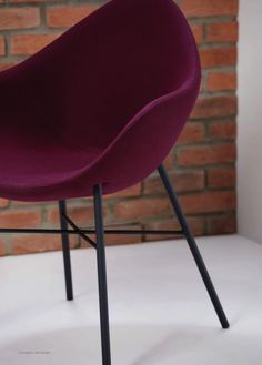 Pear Breakout Chair - Product Page: http://www.genesys-uk.com/Pear-Breakout-Chair.Html  Genesys Office Furniture Homepage: http://www.genesys-uk.com  The Pear Breakout Chair range consists of a stylish and minimalist pair of waiting and lounge chairs.