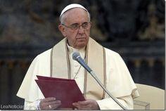 El servicio secreto italiano cree que terroristas islámicos tienen en la mira al papa Francisco - http://www.leanoticias.com/2014/08/25/el-servicio-secreto-italiano-cree-que-terroristas-islamicos-tienen-en-la-mira-al-papa-francisco/