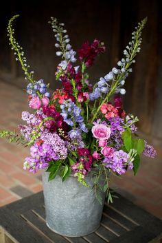 Purple pink and blue wedding flowers - Photo ©Daria Bishop