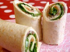 """750g vous propose la recette """"Wraps de saumon fumé, Saint Moret et Salade verte"""" notée 4/5 par 57 votants."""