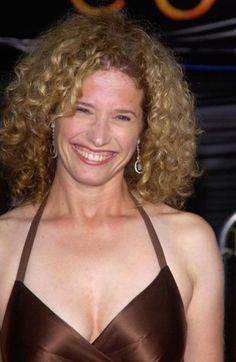 Nancy Travis Bra Size