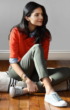 Resolve to wear more red. Loft Outfits, Cute Outfits, Fashion Outfits, Spring Fashion, Fashion Tips, Jeans Claro, Olive Pants, Pants For Women, Clothes For Women