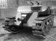 Этот же танк спереди. Его механику-водителю сложно позавидовать - Начало тернистого пути к «боевому танку»  | Военно-исторический портал Warspot.ru