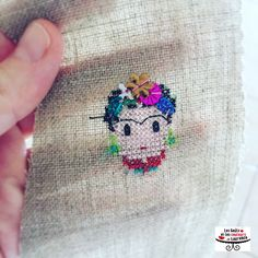 Broderie Frida point de croix sur lin