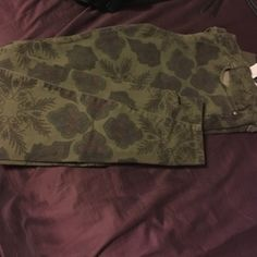 Dark olive green jeans with burgundy print Zara dark olive green skinny & stretchy jeans. They do have print on them which is actually very cute. They do have a small rip on one of the belt loops but not a super big rip. Zara Jeans Skinny