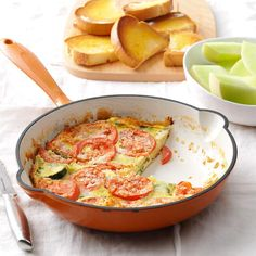 Top 10 Recipes for 200 Calorie Breakfasts - Start your day with a healthy breakfast using one of our low calorie breakfast recipes—all under 200 calories! 200 Calorie Breakfast, Breakfast Dishes, Breakfast Recipes, Breakfast Ideas, Breakfast Under 200 Calories, Perfect Breakfast, Frittata Recipes, Ham Quiche, Cheese Quiche