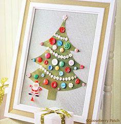 teken een boom op een magnetisch bord en laat de kinderen deze zelf versieren met magneten of knopen waarvan je magneten maakte