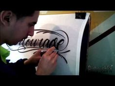 How to Airbrush Script / Cursive Style Lettering on a T-Shirt Brush Drawing, Air Brush Painting, Painting Tips, Fabric Painting, Airbrush Cake, Airbrush Tattoo, Airbrush Designs, Script Lettering, Pinstriping