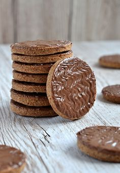 The classic British favourite! These lovely little wholemeal biscuits, topped with milk chocolate make the perfect teatime treat. Uk Recipes, Baking Recipes, Sweet Recipes, Cookie Recipes, Recipies, Chocolate Biscuits, Digestive Cookies, Chocolate Oats, Decorated Cookies