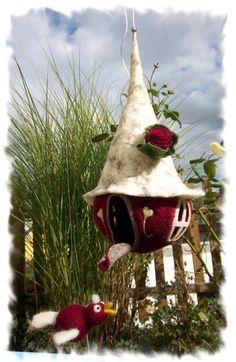 Der Gute-Laune-Vogel macht Urlaub im Schwedenhaus von Filzallerlei - Filzig Feines mit Herz auf DaWanda.com