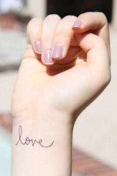 "Tatouage poignet ""love"""