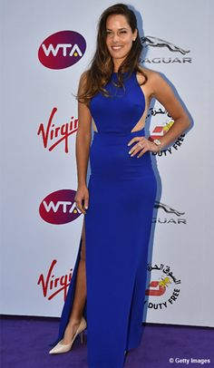 Ana #Ivanovic wows the crowd in her cobalt blue gown at the #WTA pre-Wimbledon party.