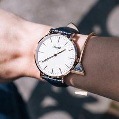 Cluse La Boheme Rose Gold White/Midnight Blue CL18029 |Γυναικείο ρολόι Cluse από ροζ επιχρυσωμένο ανοξείδωτο ατσάλι, ροζ χρυσούς δείκτες και λεπτομέρειες στο λευκό καντράν και σκούρο μπλε δερμάτινο λουρί.